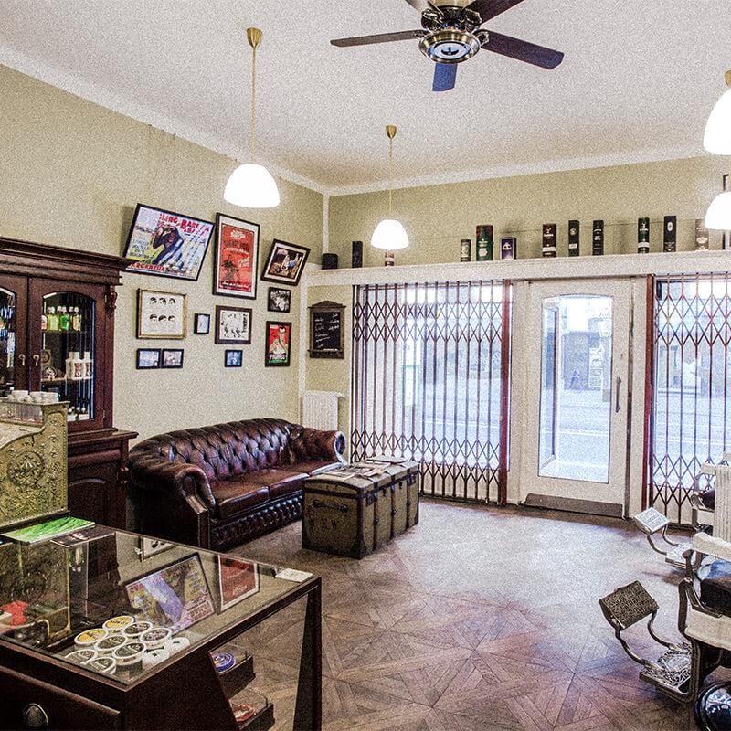 Der Barbershop von Duke Johns mit Couch